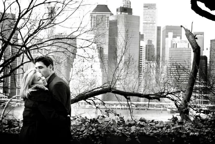 Ideas of engagement photos in front of New York skyline