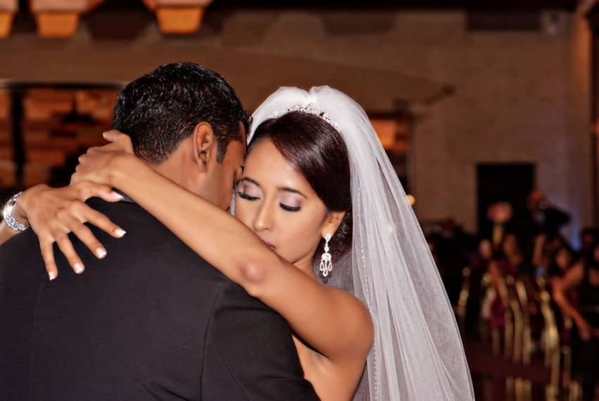 wedding dancing lessons for couples who wish to have the first dance